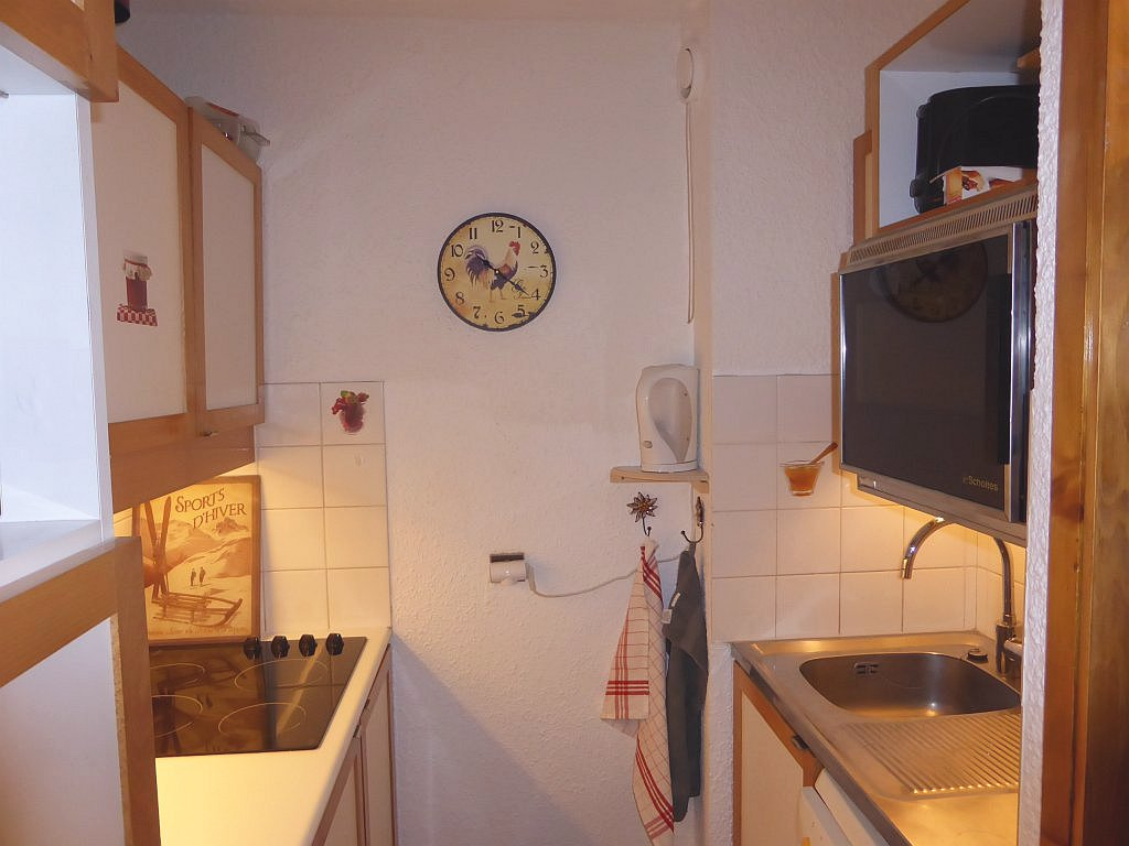 Foto van het aanrecht in de keuken van appartement Souche 16