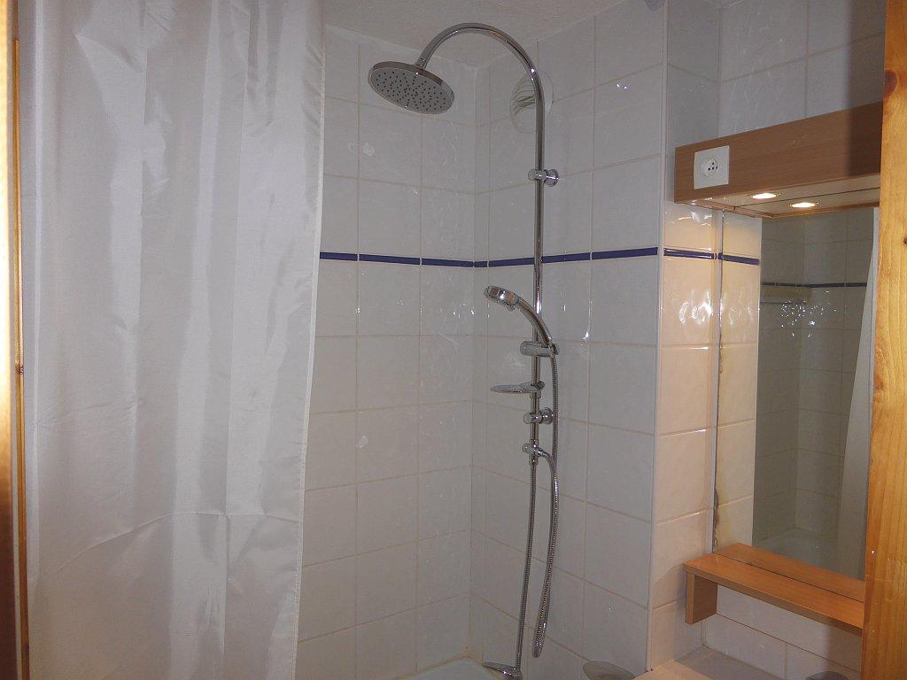 Foto van de badkamer van appartement Souche 15