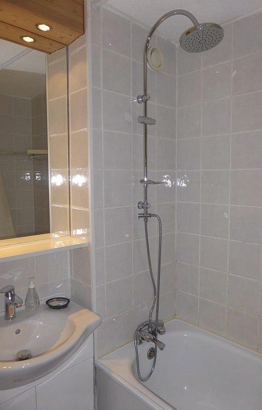 Foto van de badkamer van appartement Souche 8