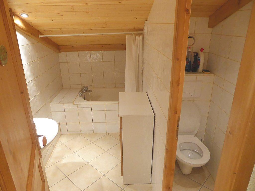 Foto van de badkamer en toilet van appartement Souche 23